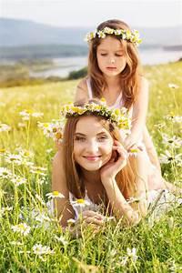 Hübsche 12 Jährige Mädchen : zwei h bsche m dchen an der wiese mit bergblick und stockfoto bild von zicklein adorable ~ Eleganceandgraceweddings.com Haus und Dekorationen