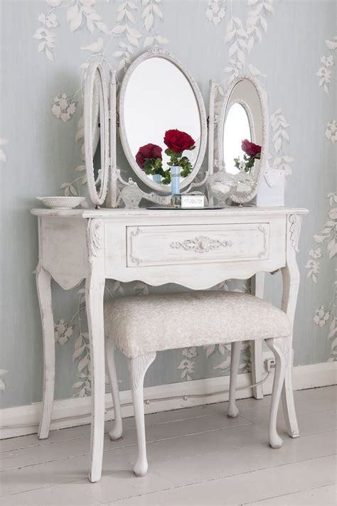 dressing table shabby chic 25 best ideas about shabby chic vanity on pinterest vintage vanity vintage makeup vanities
