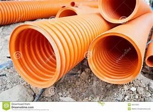 Tuyau En Plastique : tuyau en plastique de drainage enterr dans la terre photo ~ Edinachiropracticcenter.com Idées de Décoration