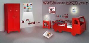 deco chambre garcon voiture maison design bahbecom With idee deco pour maison 19 chambre cars avec circuit hard deco