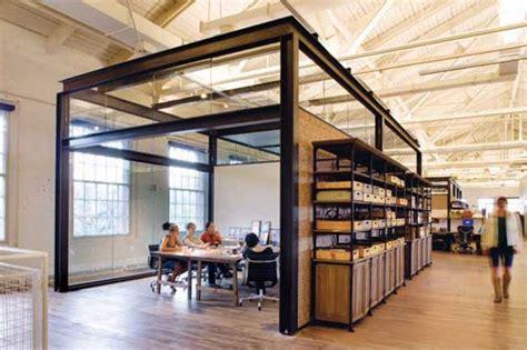 amenagement bureau design sol verre puits lumiere accueil design et mobilier