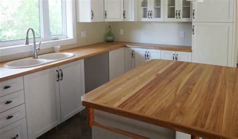 plan de cuisine avec ilot comptoirs de cuisine en bois les planches à découper pic bois