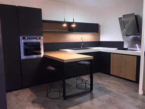 suspension meuble haut cuisine simple meuble salle a manger suspendu cuisine avec colonne