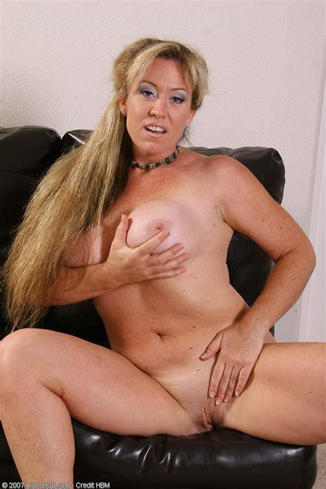 Busty Blonde Anita Plays With Shaved Pussy Pichunter