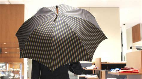 傘の重みに歴史を感じる マリア フランチェスコ