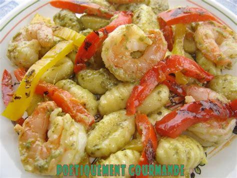 cuisiner des gnocchis gnocchis au pesto et crevettes sautées poétiquement