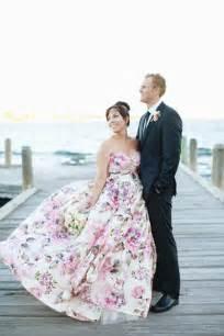 patterned bridesmaid dresses 25 novias que no usaron un vestido blanco el día de su boda