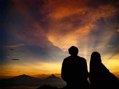 daftar spot favorit  melihat sunrise  sunset  jogja