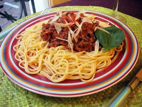 pate a la bolognaise recette recette de spaghettis sauce bolognaise la recette facile