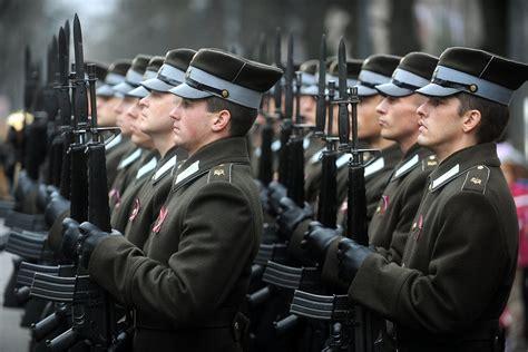 Latvijas armija svin savu simtgadi / Raksts / LSM.lv