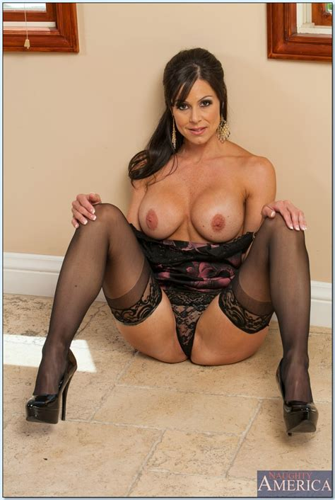 Sexy Milf In Stockings Kendra Lust Stripping And Spreading