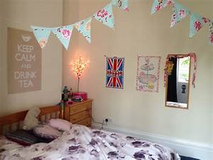 ways to decorate bedroom walls classic cheap ideas to With ways to decorate your walls