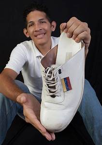 Venezuelan man steps up to claim largest feet record title ...