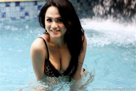Koleksi Foto Hot Seksi Telanjang Dada Mulus Artis Wulan