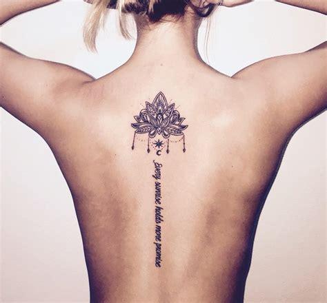 elegante tattoo motive fuer wirbelsaeule von besonderem reiz
