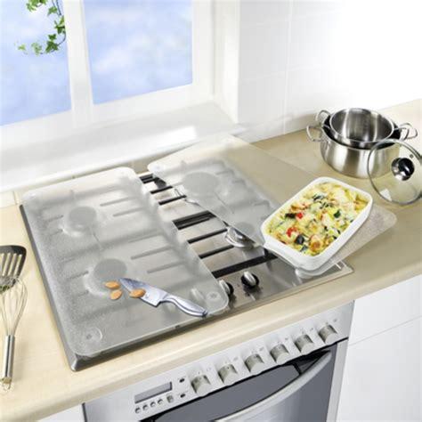 table de cuisine avec plan de travail 2 couvre plaques de cuisson en verre transparent