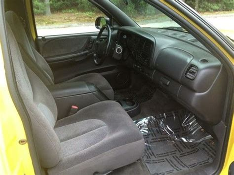 buy   dodge dakota rt yellow   miles