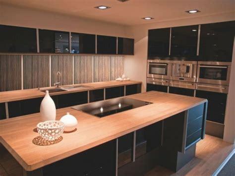 cuisine noir plan de travail bois la cuisine bois et noir c 39 est le chic sobre raffiné