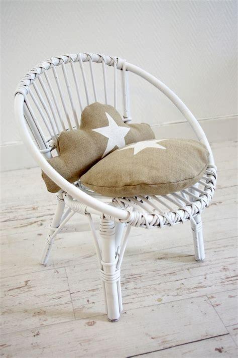chaise en chaise d 39 enfant rétro en osier blanc et coussins