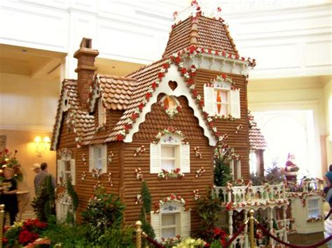 10 Clever Gingerbread Houses (pictures & Designs