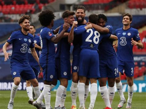 FA Cup: Chelsea Outclass Manchester United To Set Up All ...