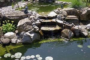 bassin de jardin avec cascade bassin de jardin With plan de petite maison 10 installer une fontaine en pierre dans son jardin