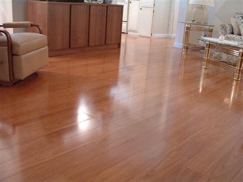 This laminate looks like real hardwood flooring « DIY