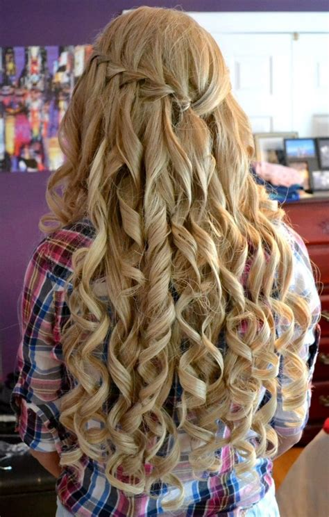 stylish curly homecoming hairstyles elle hairstyles