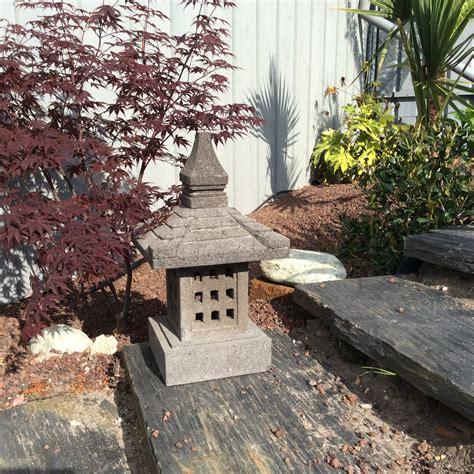 le jardin lanterne japonaise en de lave 55 cm nara