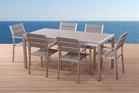 table et chaise de jardin en aluminium beliani aluminium meuble de jardin vernio polywood