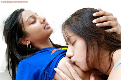 cute indian teenagers having girl on girl sex for first