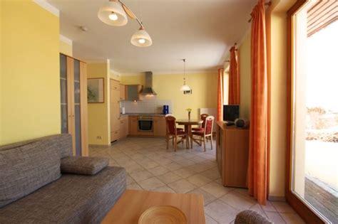 küche mit essplatz ferienwohnungen herrmann in loddin und k 195 182 lpinsee mit achterwasserblick in loddin auf usedom