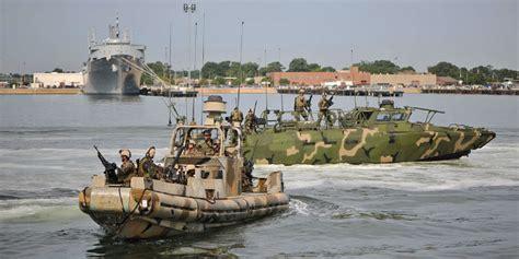 Us Navy Boats by 10 Us Navy Sailors Set Free By Iran Following Tense
