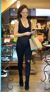 Kate Beckinsale displays svelte frame in plunging top and ...
