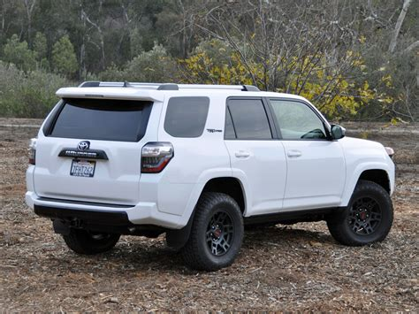 toyota lifted toyota 4runner 2015 lifted wallpaper 1024x768 24789