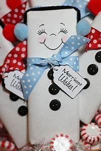 Clutter free Christmas Ideas Candy Bar Snowmen with