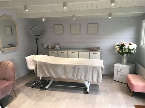 jackalyn log cabin      esthetician room
