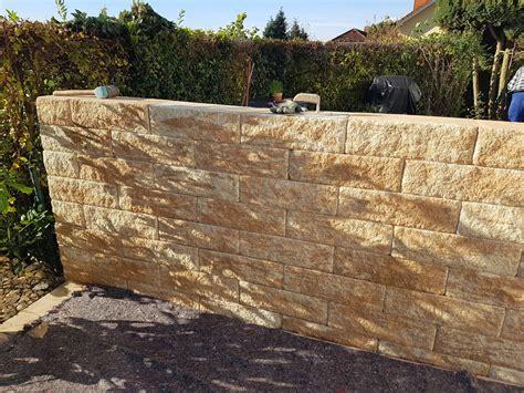 Garten Sichtschutz Mauern by Sichtschutz Mauer Bauen Garten Mauer Bauen Aus Holz Und