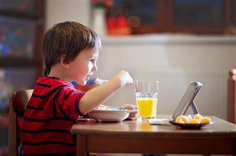 Kā veidojas ēšanas paradumi un kas mūs iemāca ēst nepareizi