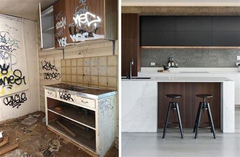 cuisine renovee carrelage béton ciré grand format et îlot en marbre dans une cuisine