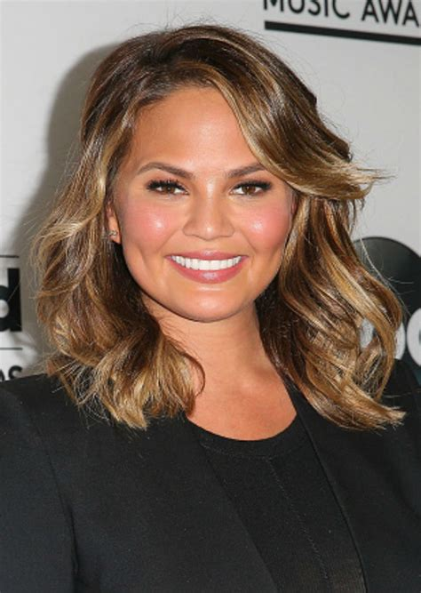 The medium length haircut provides the richest hairstyles for women who have round face. 40 Hairstyles for Round Faces - Best Haircuts for Round Face Shape