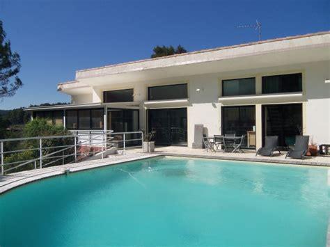 homme moderne aix en provence location villa moderne situ 233 e entre aix en provence et cassis 21911001 location et vacances