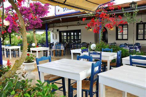 Griechische Tavernen Möbel by Griechische Taverne Stockfoto Bild Tavern