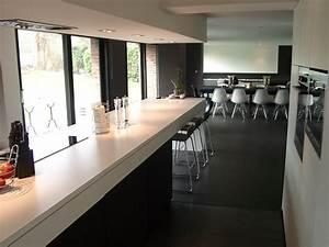 Salle de bain sol noir mur gris for Idee deco cuisine avec sol gris cuisine