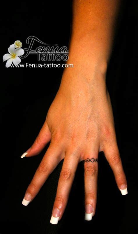 tatouage bague doigt  tatoo pinterest