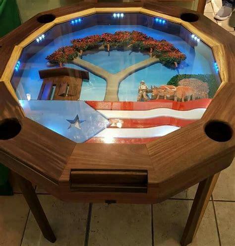 mesa de domino  en la plaza de las americas domino