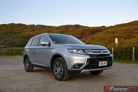 2019 Mitsubishi Outlander Gt  Car Photos Catalog 2018