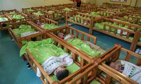 Bērnudārzos gultas būs jāizvieto pēc iespējas tālāk viena ...