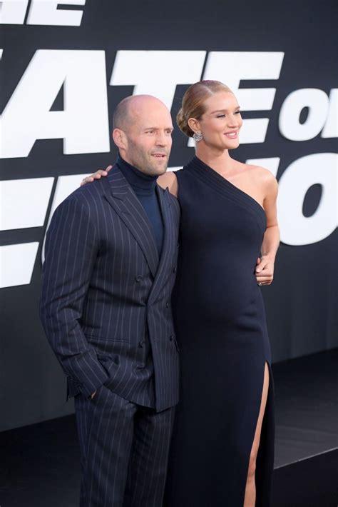 Styliste - The Fate of the Furious pirmizrāde Ņujorkā Jason Statham un Rosie Huntington-Whiteley ...