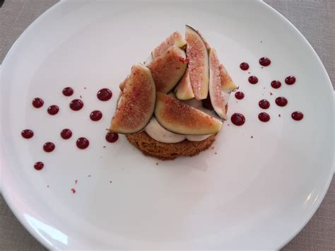 dessert d 233 t 233 sabl 233 sarrasin aux figues fraiches cr 233 meux baies roses